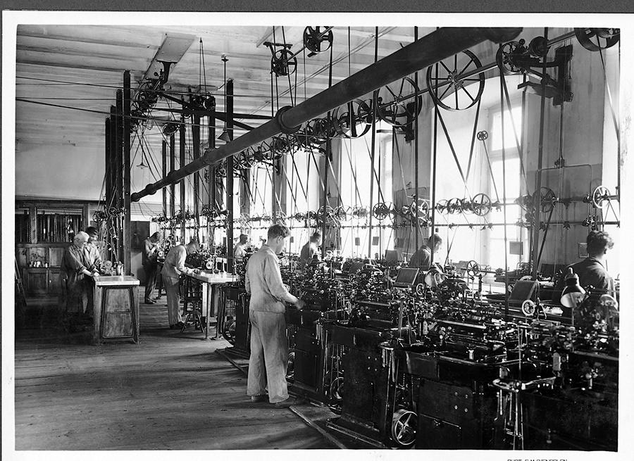 1920 Atelier de décolletage w